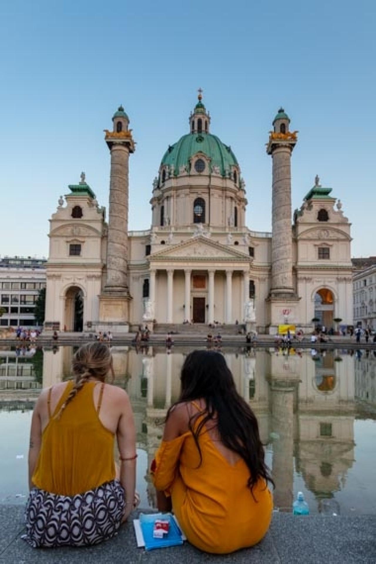 Sonnenuntergang Blaue Stunde in Wien - Karlskirche - Canon Academy Grundlagen